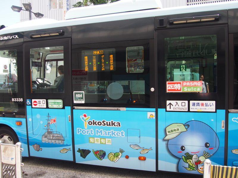 ポートマーケット方面のバスは癒されるデザイン