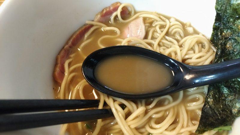 スープは、濃厚な煮干し系でとてもコクがあります。