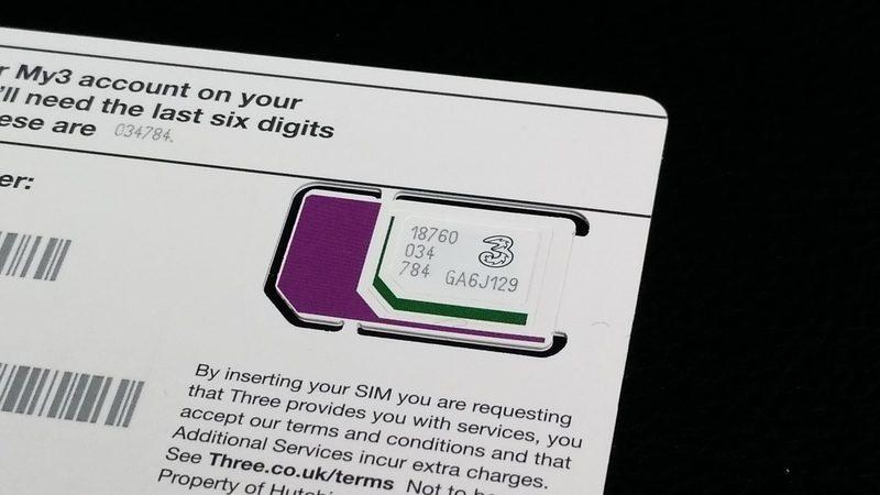 1枚ですべてのSIMサイズに対応できるTrioタイプでs。