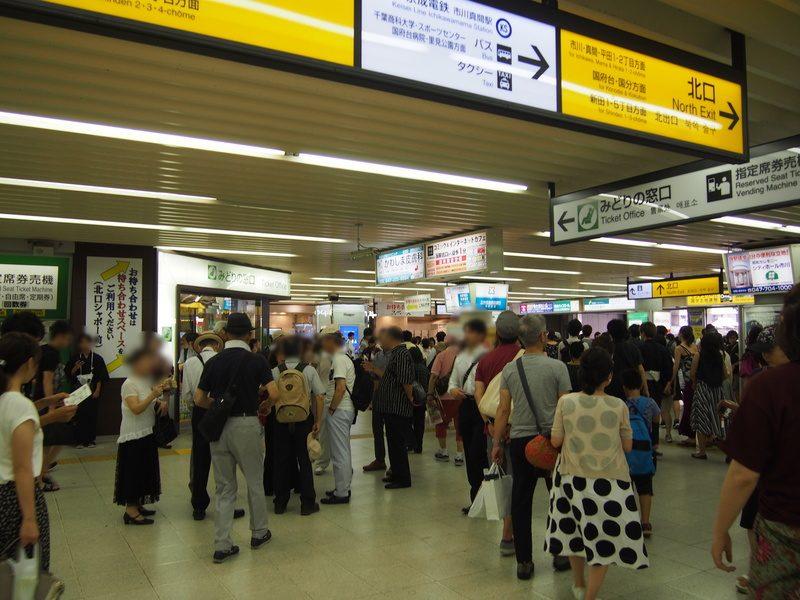 午後3時に駅に到着すると、すでに浴衣の人が多く見られ、混んできている様子。