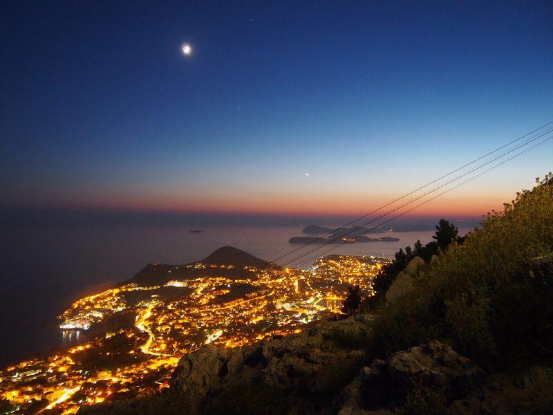 スルジ山山頂から見えるドブロブニク市街と夕焼け