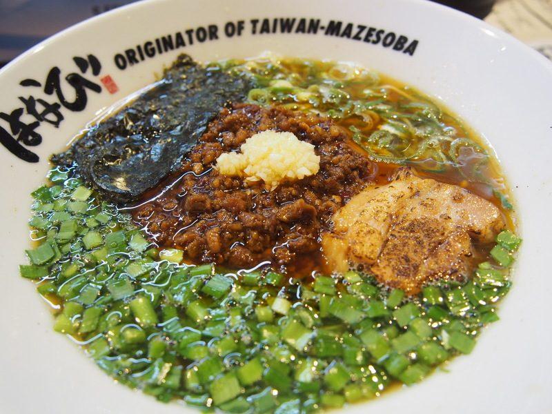 台湾ラーメンは、たっぷりのニラとにんにく、ひき肉、海苔、チャーシュー、刻み葱が入っています。