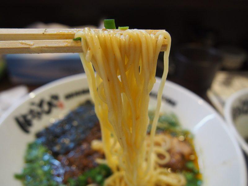 台湾ラーメンもストレートの細麺