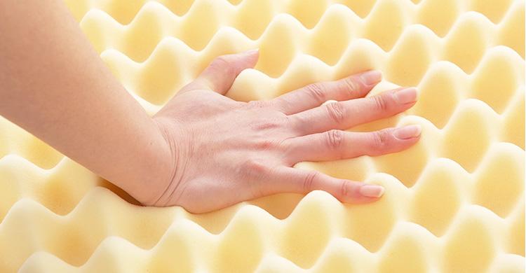 ムアツ布団は凸凹によって体重を分散し、体をしっかり支えます。