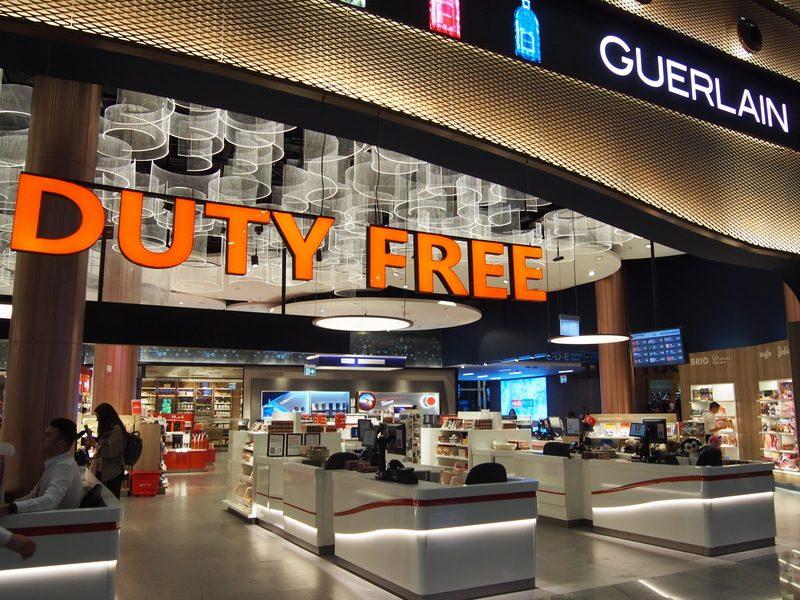 新イスタンブール空港のDURTY FREEのお土産屋も巨大です。