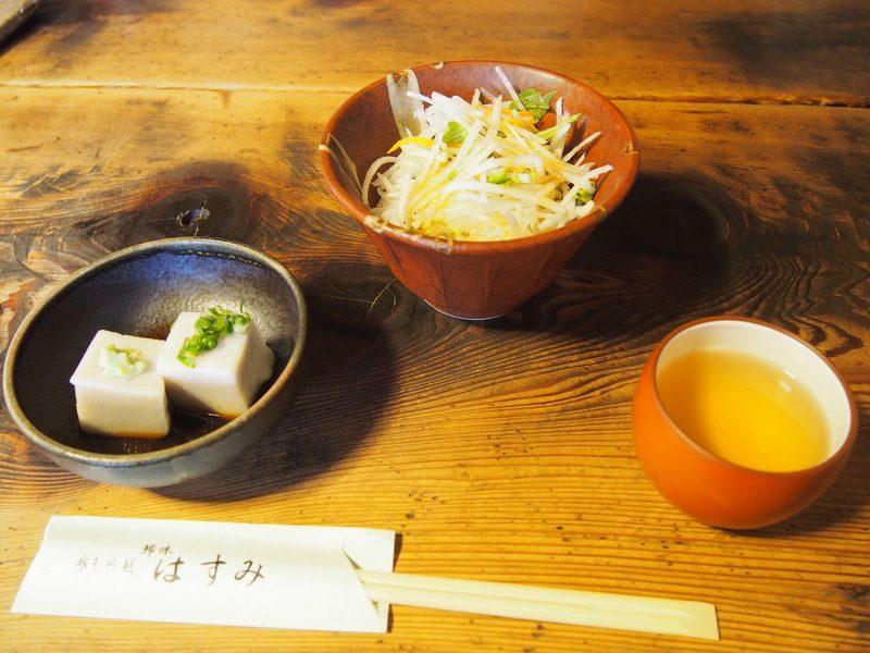 こえどっこーすのサラダとそば豆腐は注文後5分ほどでいただけました。