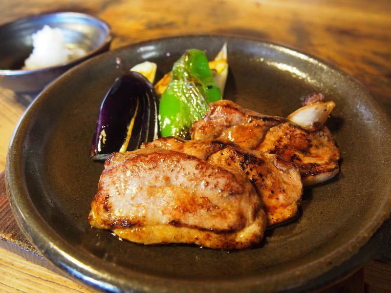 こえどっこーすの鴨焼きは見た目も味も絶品。甘くて野菜との食べ合わせも最高です。