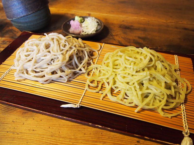 青柚子のお蕎麦には、しっかりとゆずの味が効いていて、あっさりとしているので、スルッと食べてしまいます。
