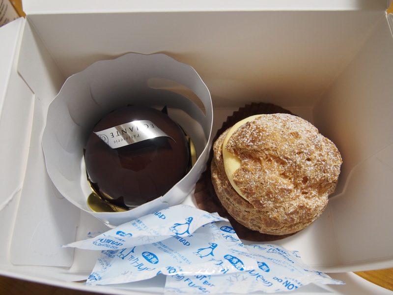 川崎・尻手駅近くにニューオープンしたケーキ屋「ALLECHANTE」で購入した「マダガスカル」と「シュークリーム」