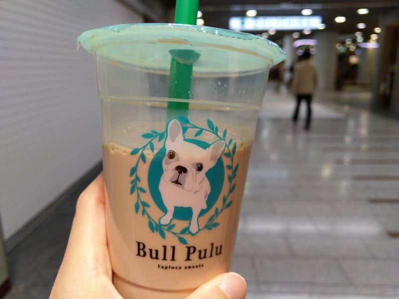 """川崎駅の地下街""""アゼリア""""にあるBull Puluで注文したタピオカミルクティー"""