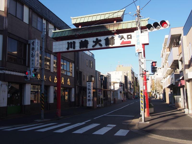 川崎大師への入り口を示すオブジェ