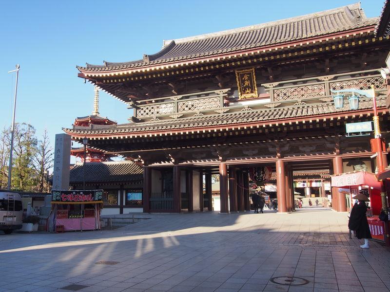川崎大師境内の入り口「大山門」