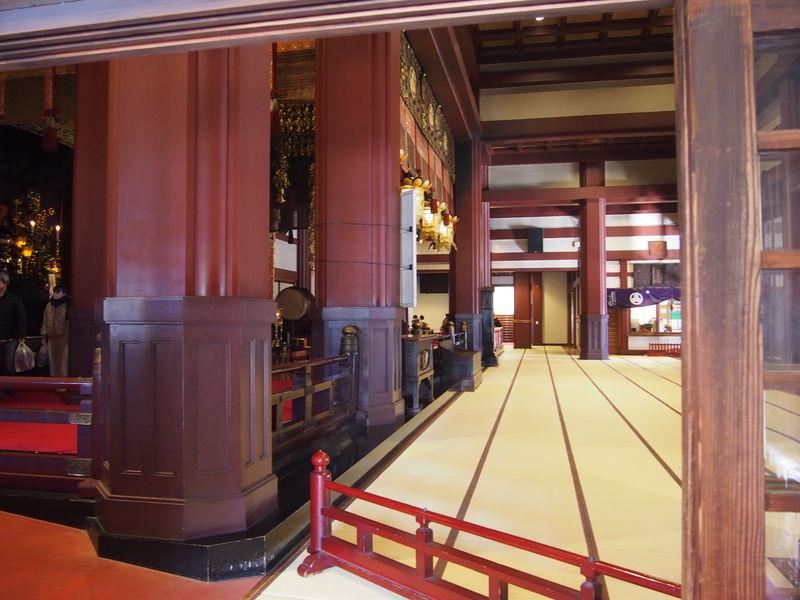 大本堂の中はとても広く、300~400人ほど収容されていたと思います。