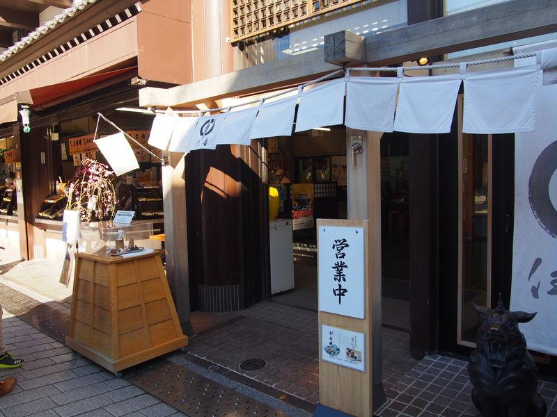 住吉にはイートインスペースもあって、 久寿餅に加えて、抹茶やあんみつなども食べられます。