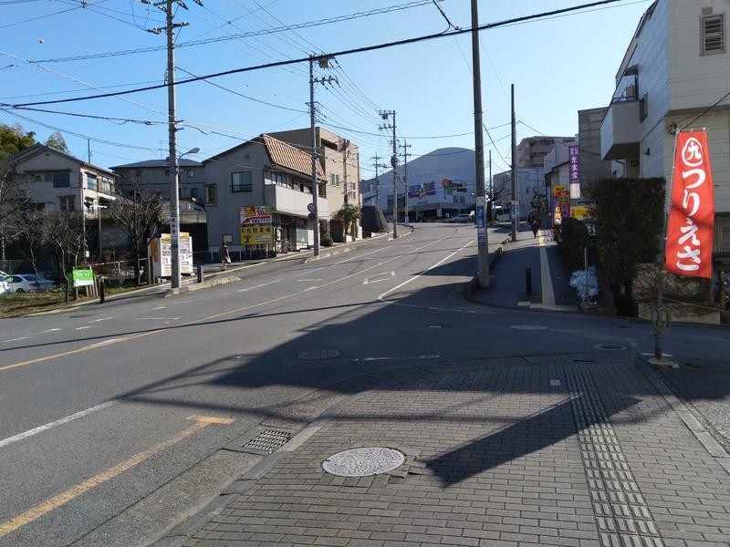 取手駅西口からでて直進すると坂道になっています。