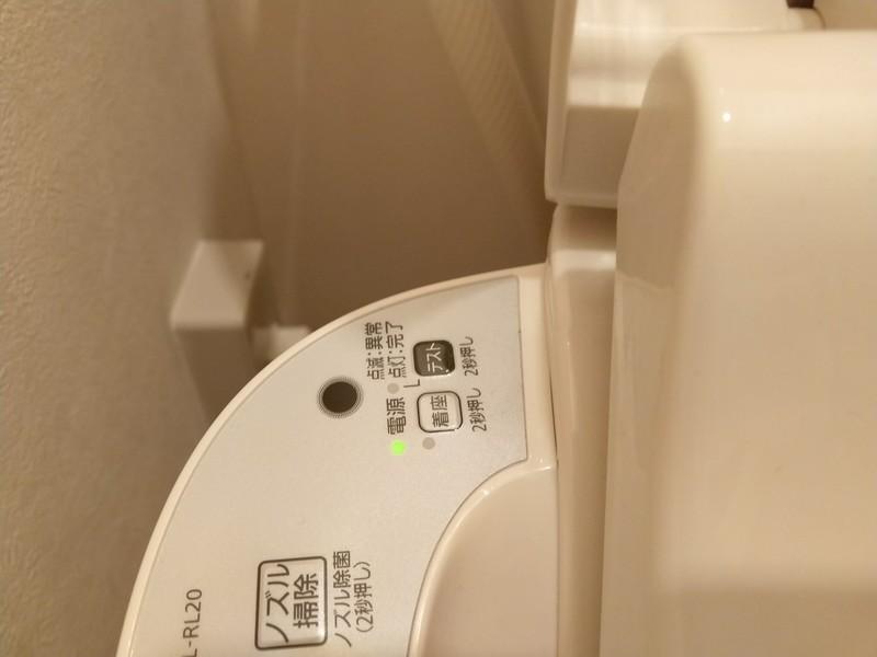 本体操作部にある「テスト」という漏電テストスイッチを2秒以上長押しします。